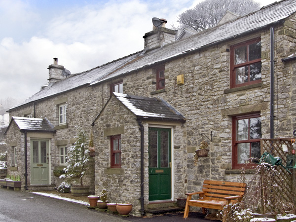 £253.00 for Tideswell  self catering holiday