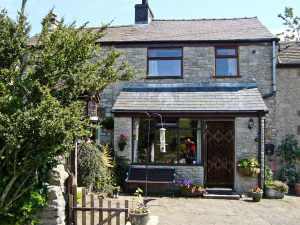 £245.00 for Tideswell  self catering holiday