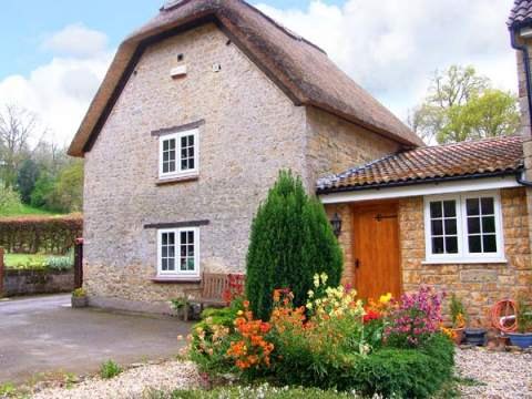 £259.00 for Yarlington  self catering holiday