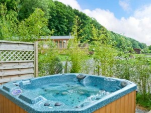 Hot tub outside a Lake District log cabin