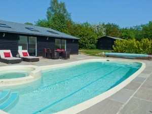 Choose a cottage with a fantastic swimming pool!
