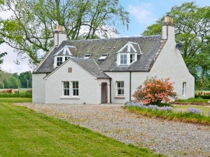 Choose a cosy Scottish cottage.
