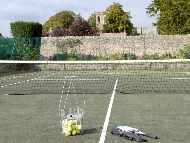 Holiday cottage with tennis court