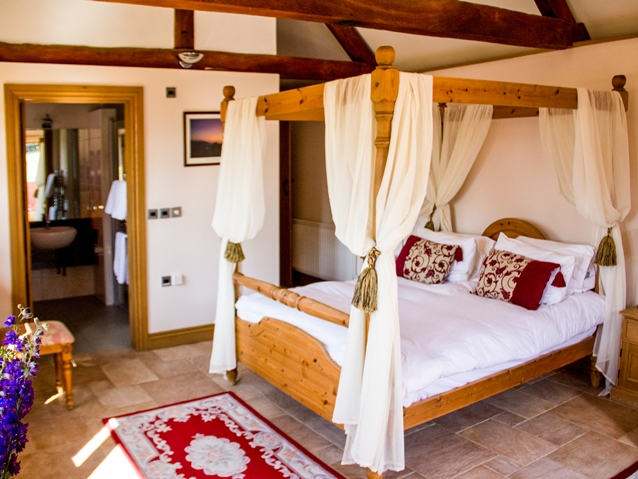 Holiday cottage with four poster bed