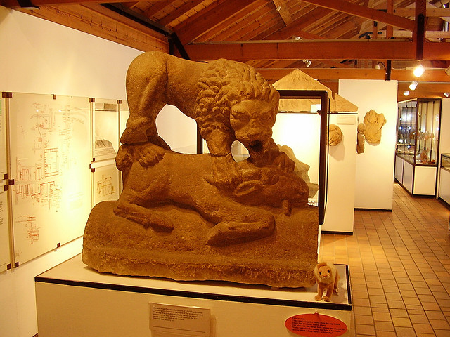 Corbridge Lion by Alun Salt / CC BY-SA 2.0