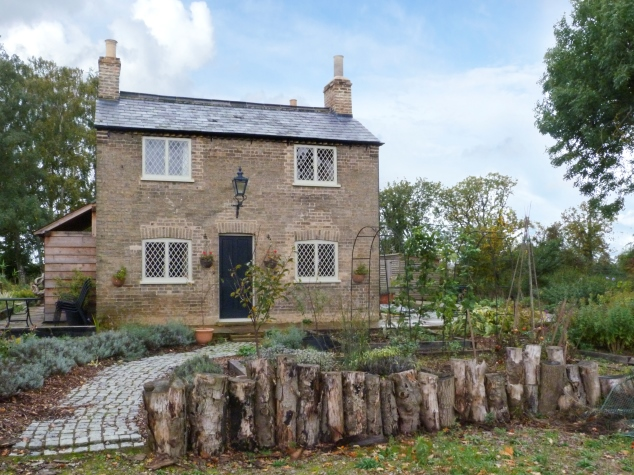 Holiday cottage with vegetable patch