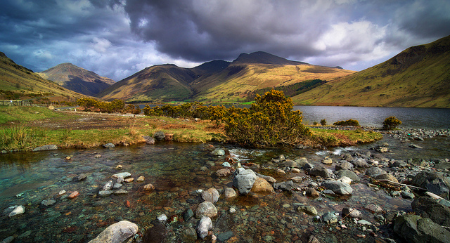 Scafell Fights The Storm by Ian Hex is licensed under CC 2.0