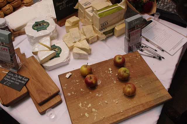 Apples and Cheese by North Devon Council / CC BY 2.0