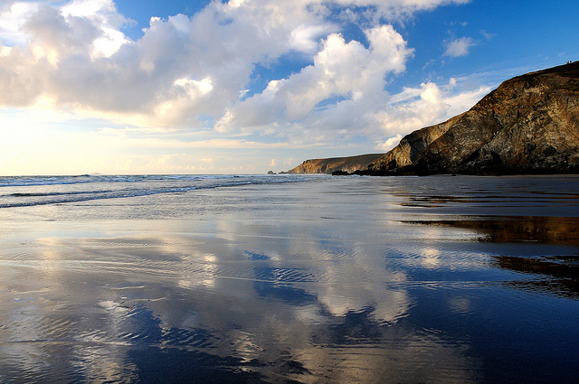 Reflections of Porthtowan by Janet Ramsden | CC 2.0