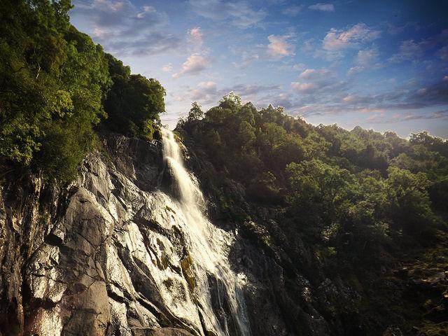 Warm Day Waterfall by Steffie Dawn | CC 2.0