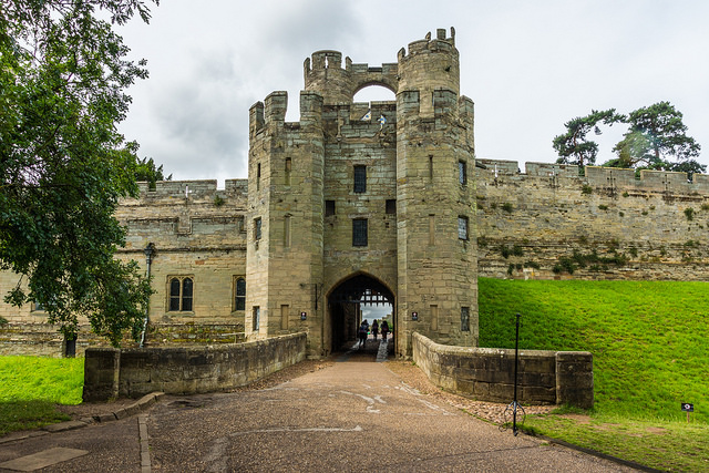 Warwick Castle by Paul Tomlinson | CC 2.0