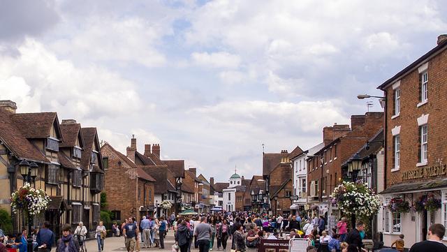 Henley Street, Stratford-upon-Avon by Ed Webster - CC 2.0