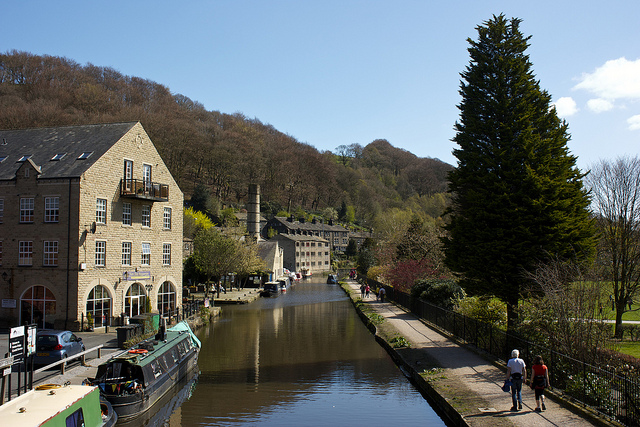 Rochdale Canal at Hebden Bridge by Neil Turner | CC 2.0