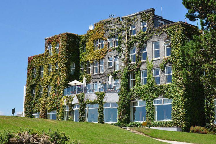 800px-carlyon_bay_hotel