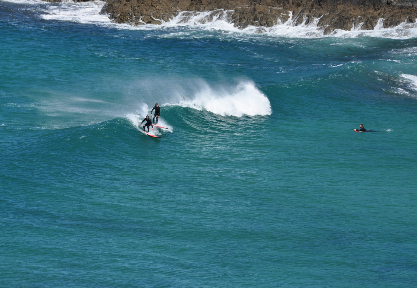 surfing_in_poldhu_cove_7959