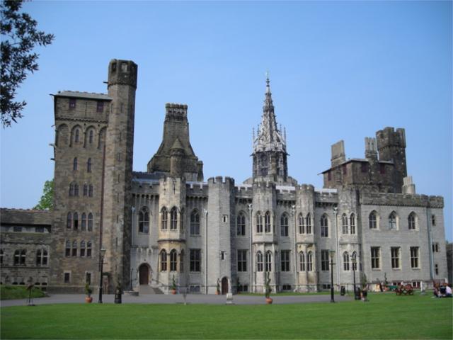 Cardiff_Castle (1)